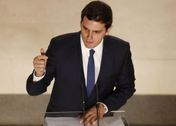 Pact with Ciudadanos revives divisions within the Socialist Party