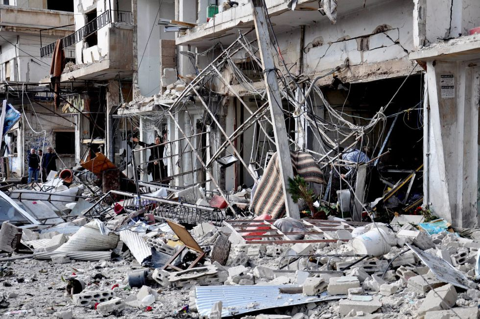 Una vivienda de la ciudad de Homs presenta graves destrozos  tras un bombardeo.
