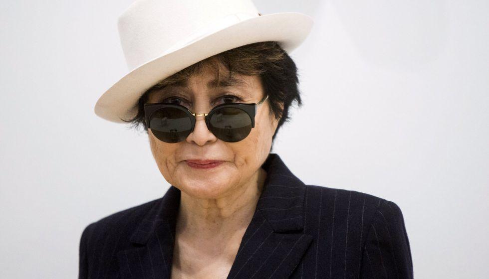 La artista Yoko Ono.