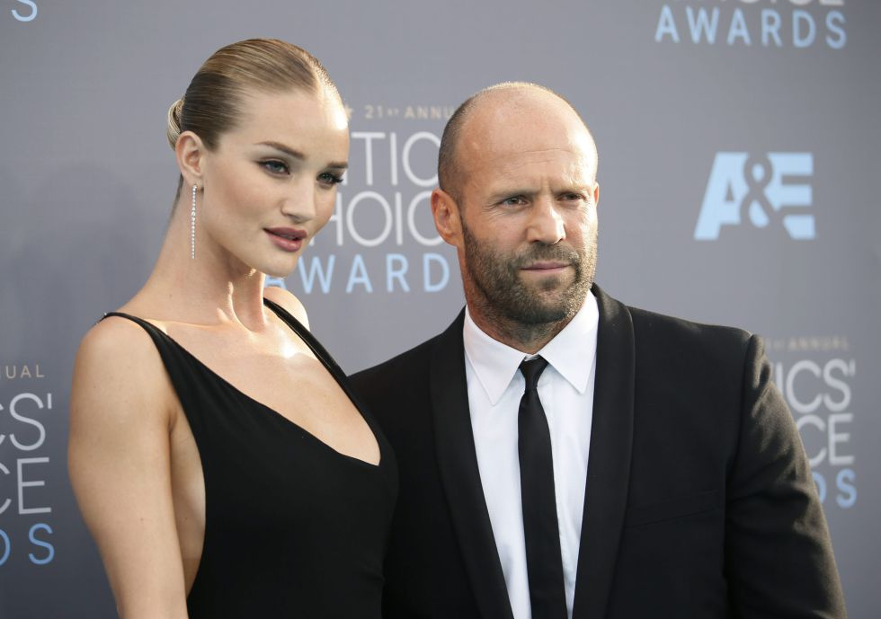 Rosie Huntington-Whiteley y Jason Statham, en los Critics' Choice Awards.