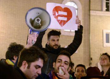 Senado italiano: la fidelidad no es cosa de homosexuales