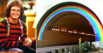 El personaje Mork y el puente renombrado.
