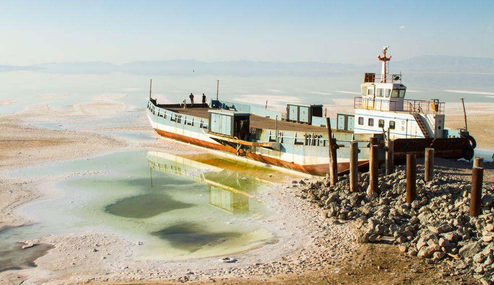 El lago Urumiá ocupaba una extensión de 140 por 50 lilómetros. Hoy, dos décadas después, sus aguas representan el 10% de su extensión original.