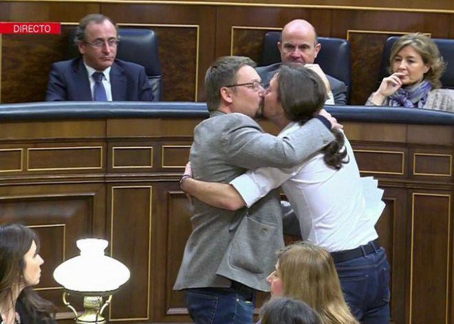 Pablo Iglesias beso