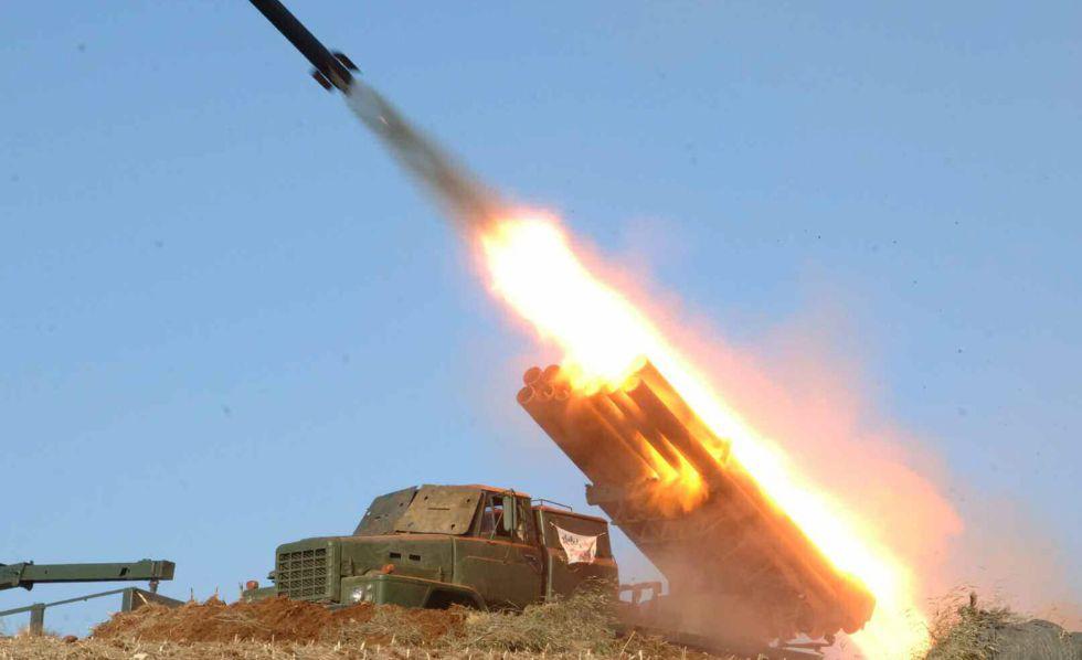Un misil militar lanzado por Corea del Norte en un lugar desconocido.