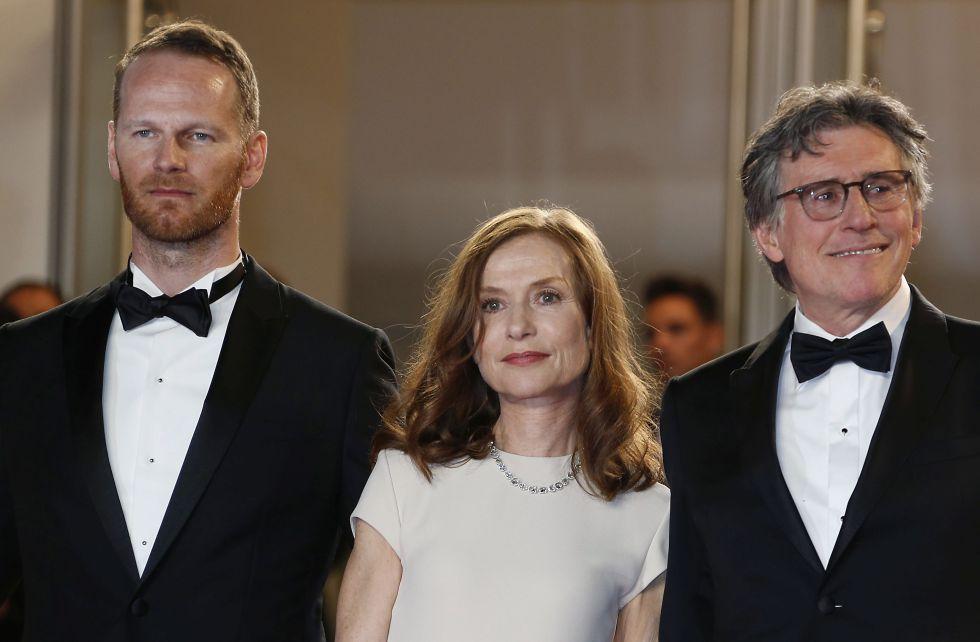 Joachim trier, Isabelle Hupert y Gabriel Byrne en la pasada edición del festival de cine de Cannes.