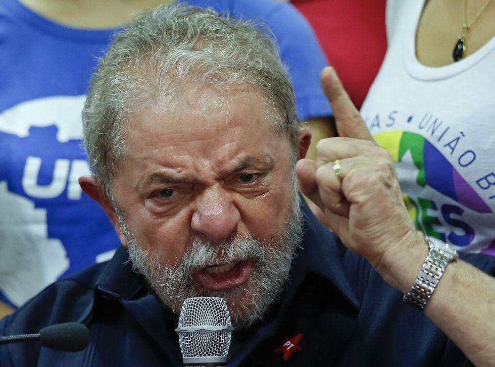 Lula, durante la rueda de prensa que dio en São Paulo al terminar su declaración ante la policía.