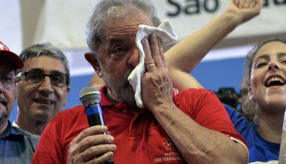Lula este vienes en un mitin con miembros del PT.  AFP