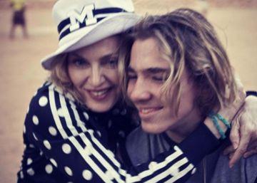 Madonna se derrumba sobre el escenario por su hijo
