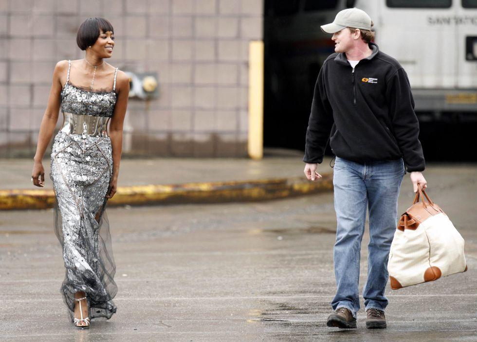 Naomi Campbell, vestida de Dolce & Gabbana al finalizar su último día de trabajos comunitarios en 2007.