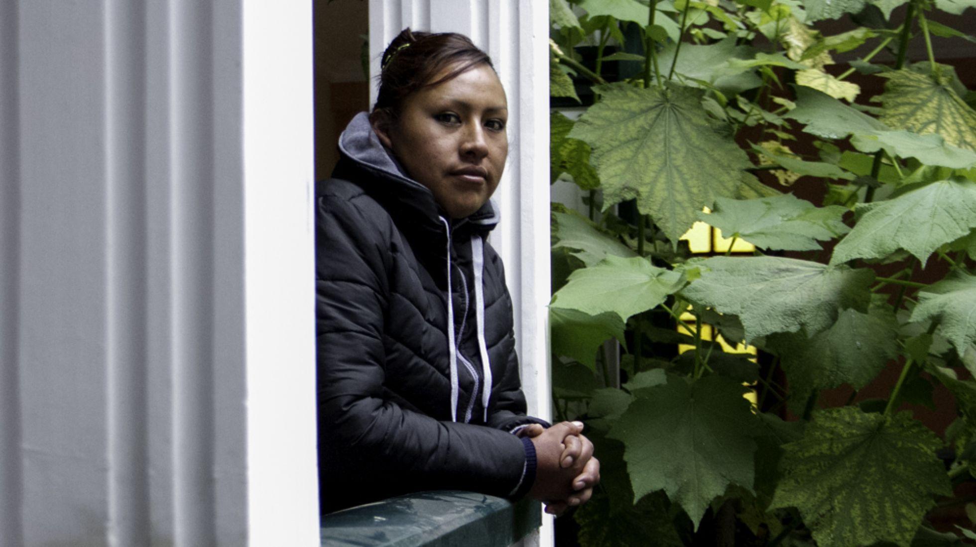 Lucinda Mamani, primeira professora boliviana que ganhou prêmio de excelência em educação.