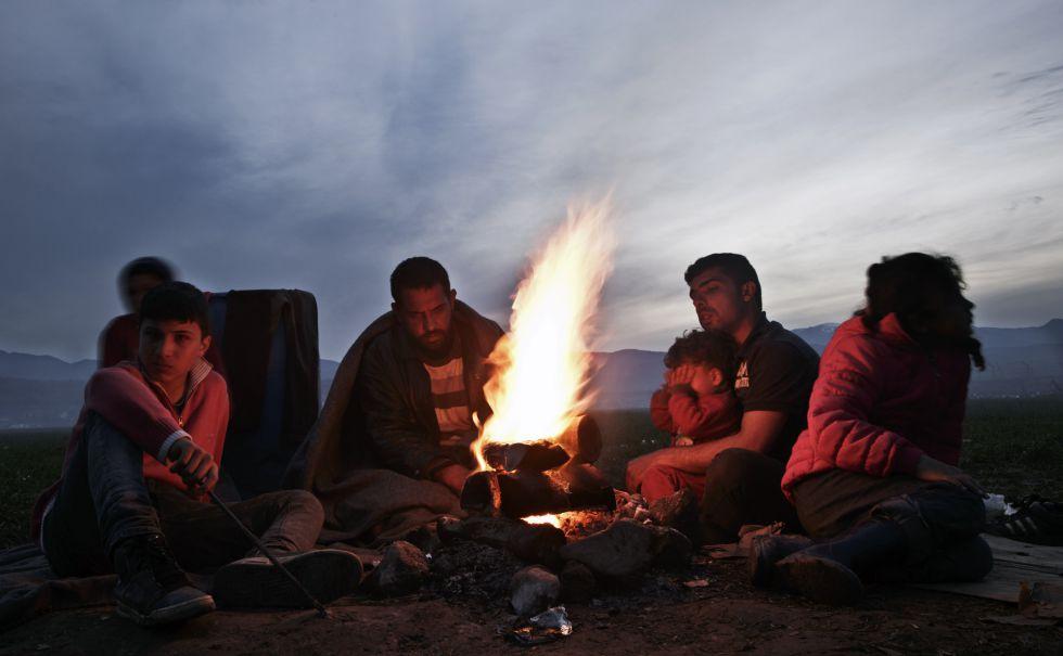 Migrantes acampados en Idomeni, en Grecia, a la espera de poder cruzar la frontera con Macedonia.