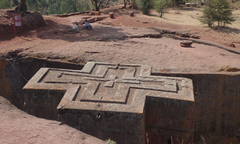 Iglesia excavada en la roca en forma de cruz en Lalibela.