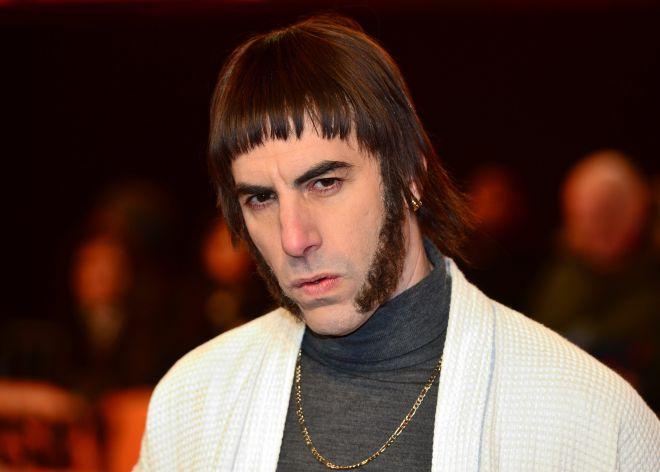 Sacha Baron Cohen caracterizado como Liam Gallagher para su nueva peli.