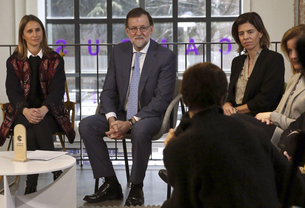 Mariano Rajoy, con mujeres emprendedoras el pasado martes.