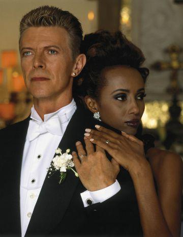 El cantante David Bowie y su mujer la modelo Iman.