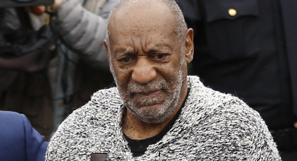 Bill Cosby ha su llegada a la corte.