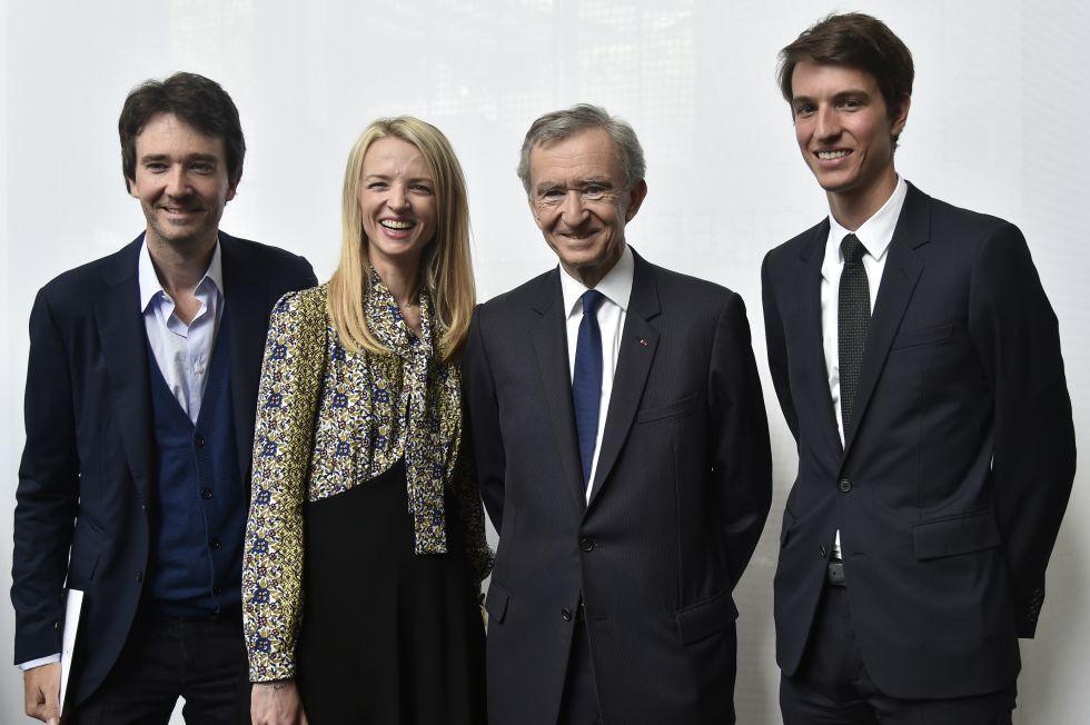 El presidente de LVMH con sus hijos (desde la izquierda) Antoine, Delphine y Alexandre el año pasado.