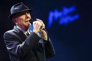 Leonard Cohen teve de sair em turnê depois que sua empresária fugiu com todo o seu dinheiro. Pelo menos desfrutamos do som ao vivo.