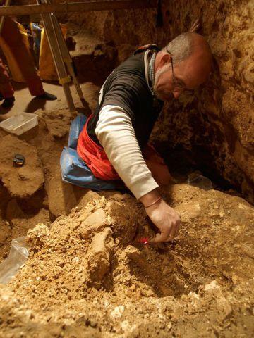 Labores de excavación en la Sima de los Huesos.