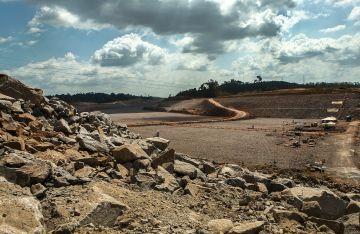 Las obras de la central de Belo Monte están ya muy avanzadas tanto en tierra como en el río.