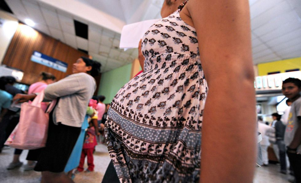 Una embaraza espera en un hospital de Tegucigalpa (Honduras).