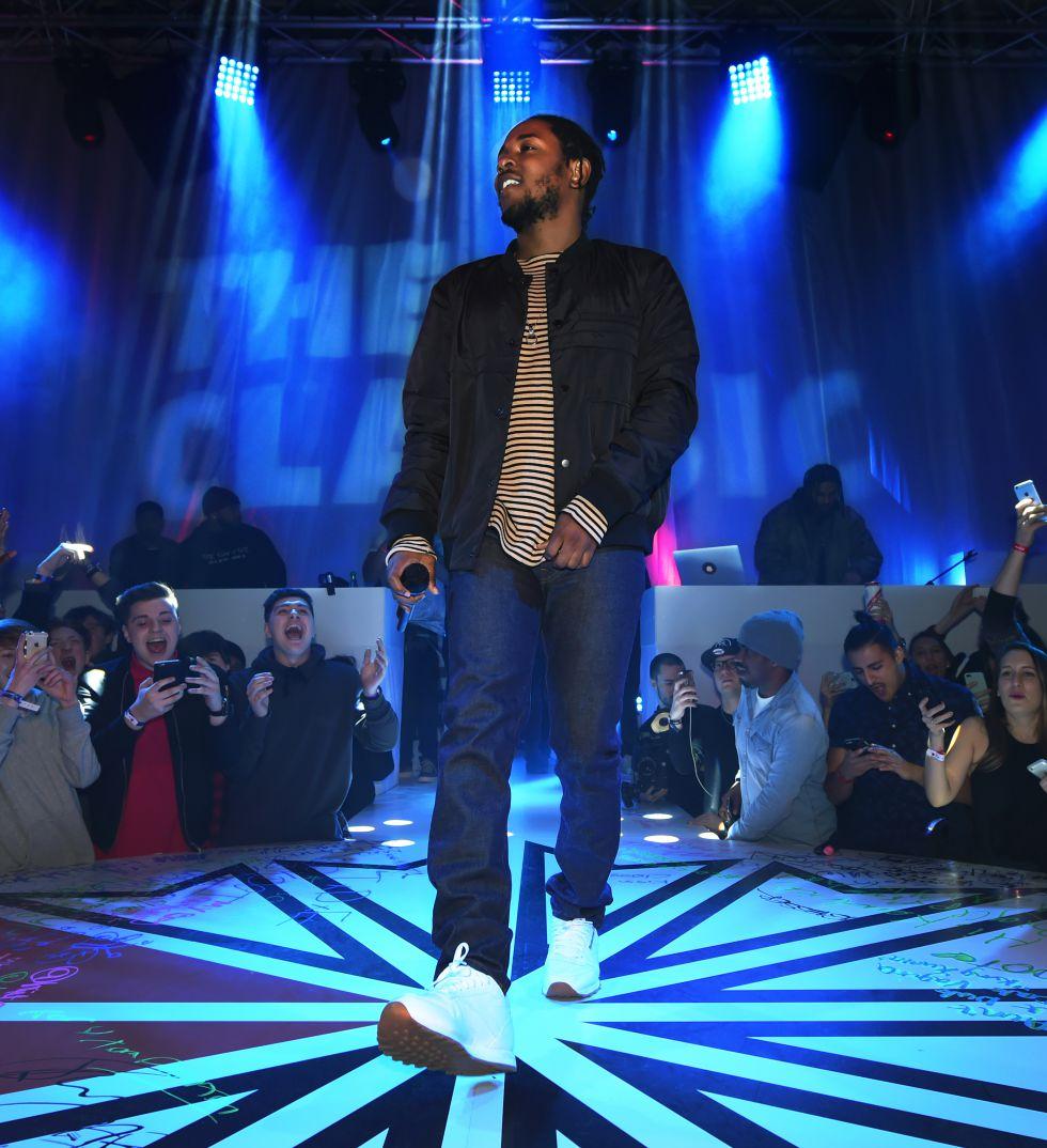 Kendrick Lamar durante su actuación en Manchester.