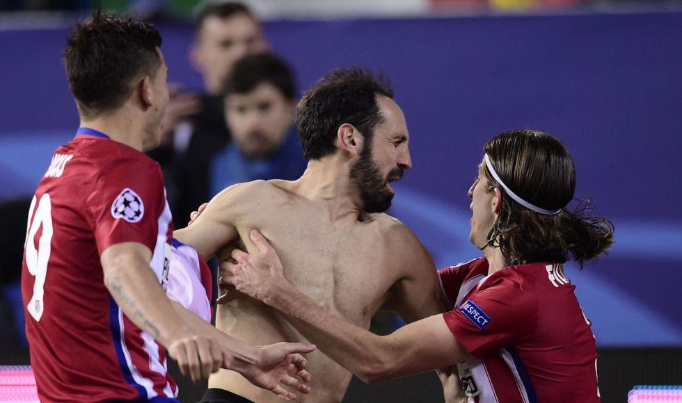 Juanfran celebra el gol de la victoria para el Atlético.