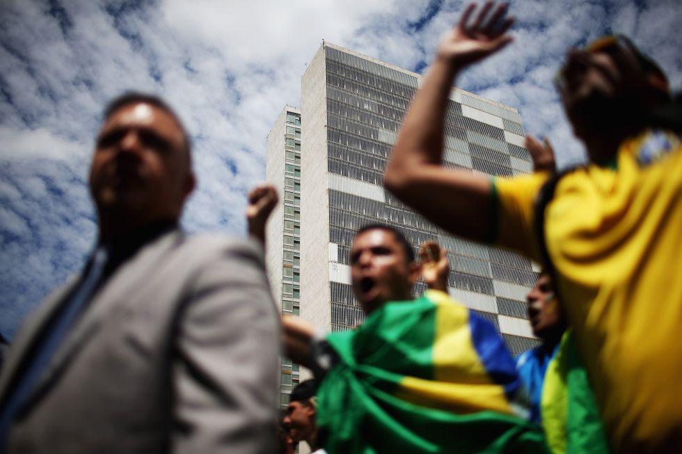 Manifestación en Brasilia, ayer, en protesta contra el nombramiento del expresidente Lula como ministro de la Casa Civil, equivalente a primer ministro.