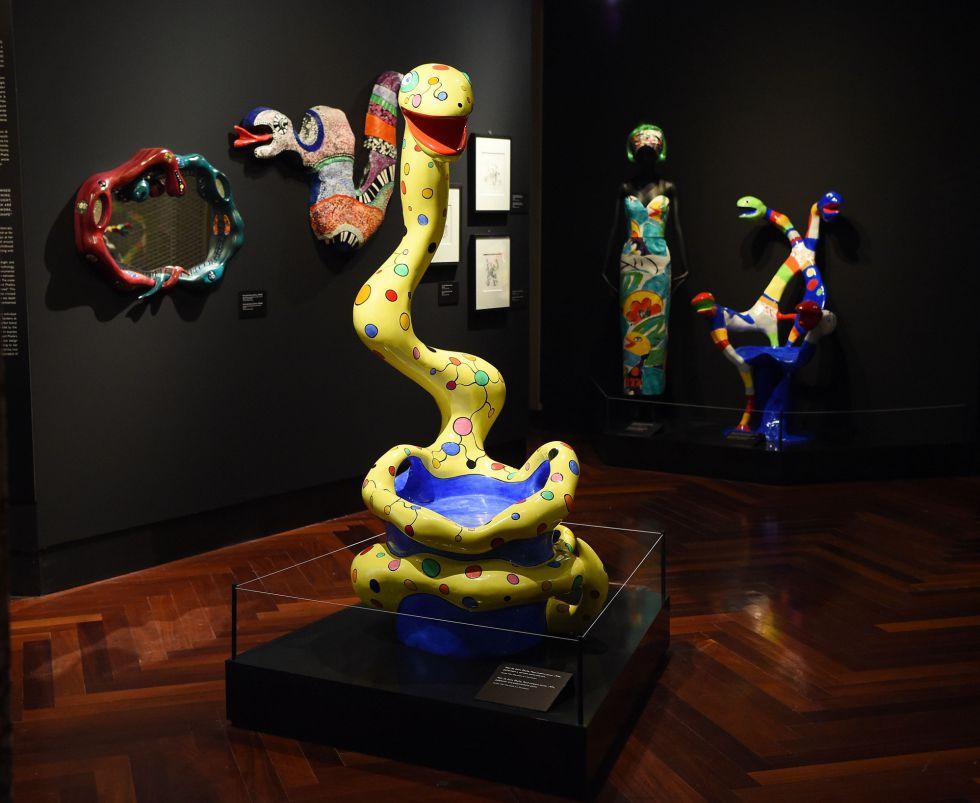 Una de las salas con esculturas de la exposición 'Serpentiform: la serpiente a través del arte, las joyas y el diseño'.