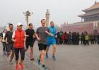 Mark Zuckerberg pasa de la contaminación en Tiananmen