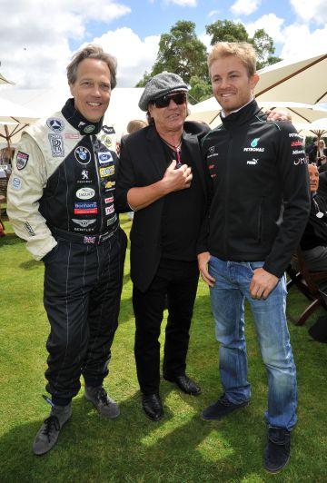 El artistócrata Charles Gordon-Lennox, el cantante de ACDC Brian Johnson y el piloto de Fórmula 1 Nico Rosberg en el Goodwood Festival of Speed, en Inglaterra en 2012.