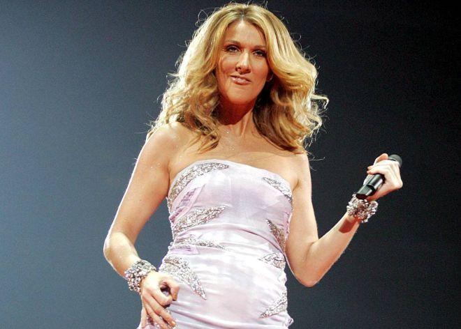 Celine Dion, protagonista involuntaria del ensayo, en pleno 'air guitar'