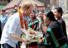Flores, turismo y solidaridad del príncipe Enrique en Nepal