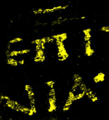 La fluorescencia de rayos X descubrió la presencia y concentración de plomo en las letras escritas en griego.