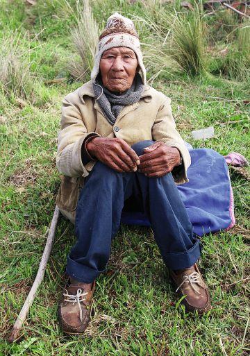 El nonagenario Eusebio Callizaya, uno de los más longevos de Pariti.