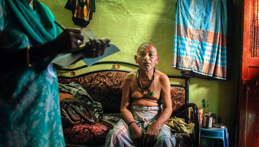 Abdhullah Mohammed, de 54 años y recién curado de tuberculosis, en su domicilio de Chennai (India).