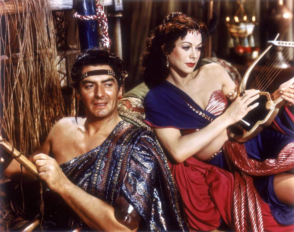 Dalila (Hedy Lamarr), vestida como si fuese una bailarina del siglo XX. La película es 'Sansón y Dalila'.