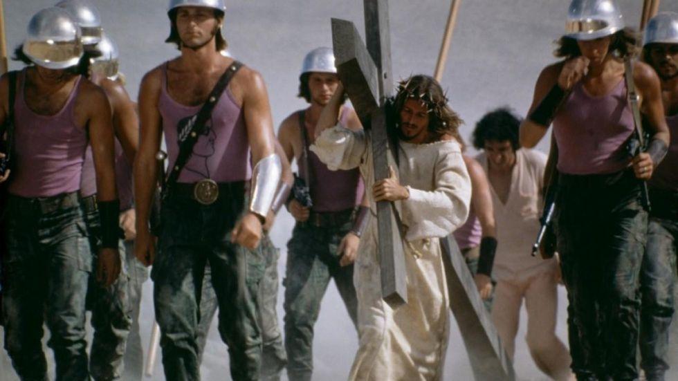 Patillas y estética setentera en 'Jesucristo Superstar'.