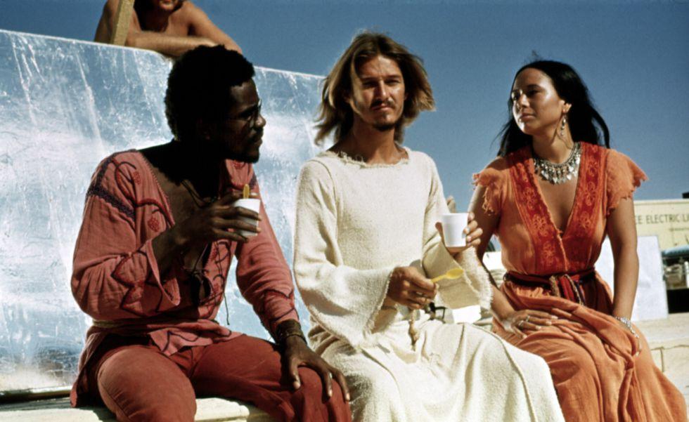 Carl Anderson, Ted Neeley y Yvonne Elliman toman un café durante el rodaje de 'Jesucristo Superstar' (1973).