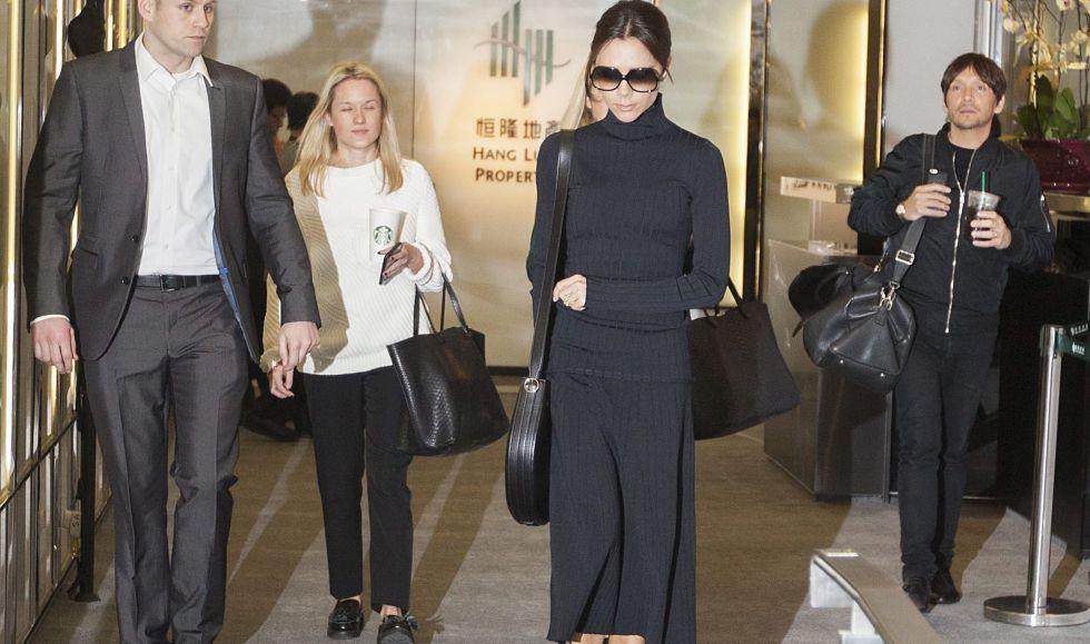 La ex Spice Girl y cada día más experimentada diseñadora, Victoria Beckham, durante el día de la gran inauguración de su tienda en Hong Kong.