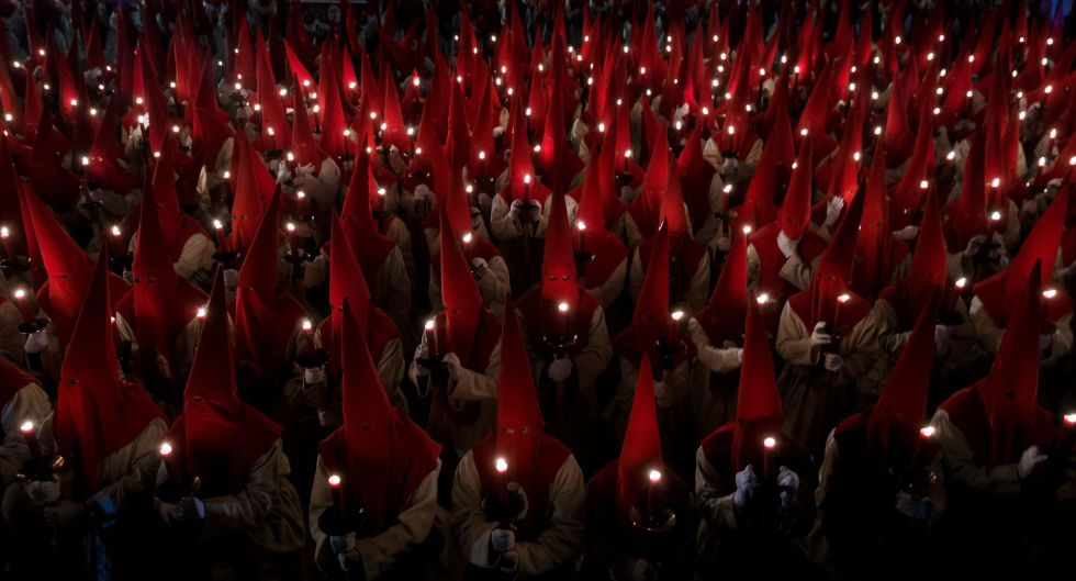 Penitentes durante la Semana Santa en Zamora.
