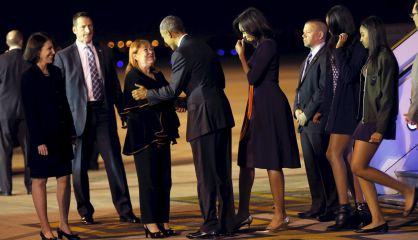 Obama saluda a la ministra de Exteriores argentina en Buenos Aires.