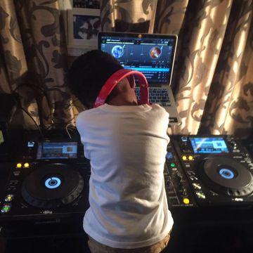 El DJ en pleno ensayo