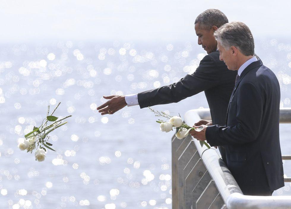 Barack Obama, junto Mauricio Macri, en la ofrenda floral a las víctimas de la dictadura militar, el 24 de marzo.