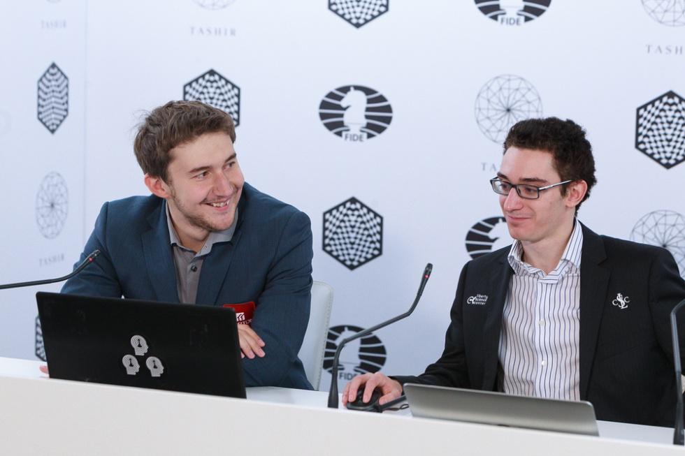 Kariakin y Caruana, durante la conferencia de prensa conjunta tras la victoria del ruso