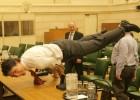 Justin Trudeau, un político que practica yoga en la oficina