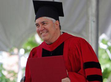 Pedro Almodóvar, con el 'honoris causa' de Harvard.