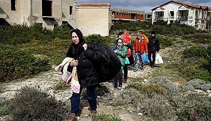 Refugiados en la costa turca de Cesm, en marzo.