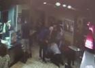 Atacada una pareja gay por besarse en un restaurante de Miami Beach